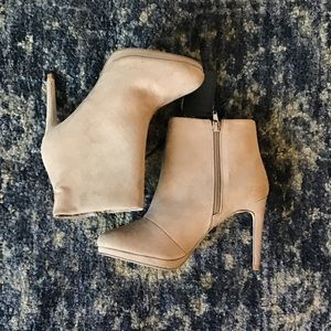 BNWT! FOREVER 21 faux suede tan booties 8W